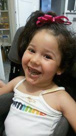 Valentina comendo chocolates ...